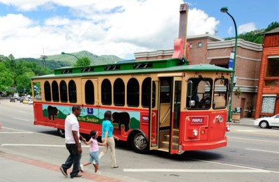 blue mountain cabins gatlinburg pigeon forge trolley get around